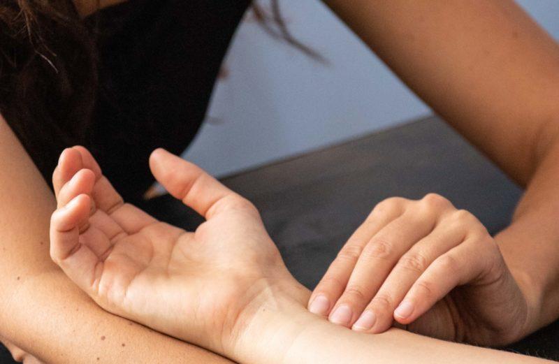 ayurvéda massage soin bilan dosha huile sésame